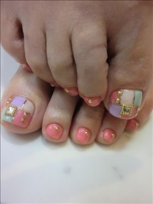 New-Season-Pedicure-Nail-Art-Ideas-10