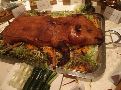 黑金蒜层饼片皮乳猪
