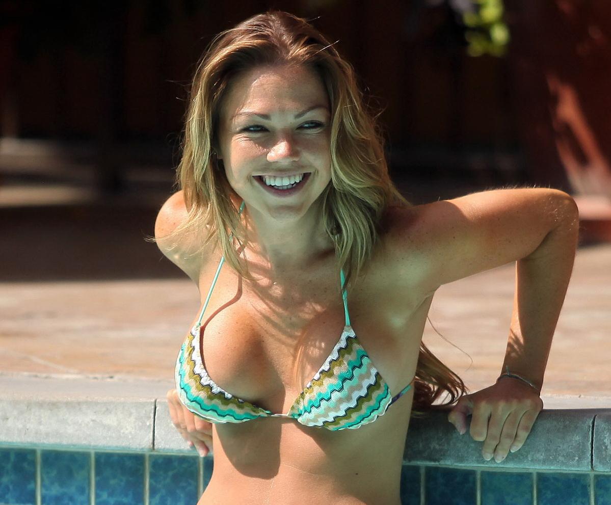 http://3.bp.blogspot.com/-o29noV-J2o8/T5jDR9JTHZI/AAAAAAAACK4/XchuiH9WGAU/s1600/ADELE-SILVA-Bikini-photo-Dubai-00.jpg