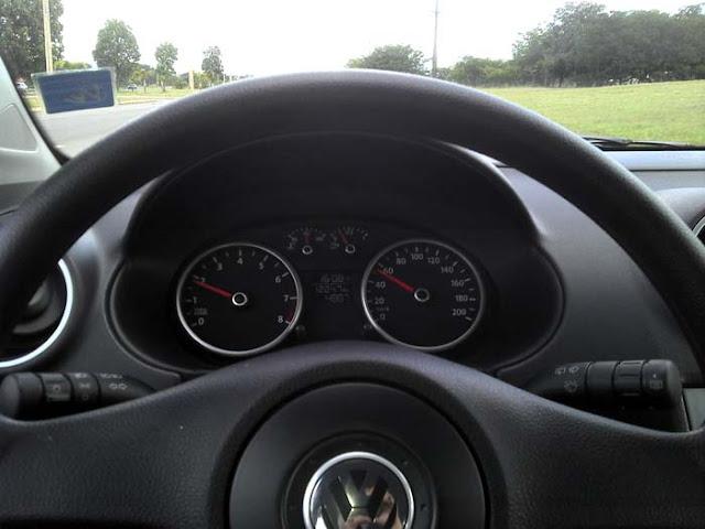 Volkswagen Gol G5 2011 1.0 Trend - velocímetro e conta-giros