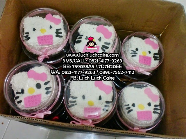 Mini Cake Souvenir Ultah Minion dan Hello Kitty