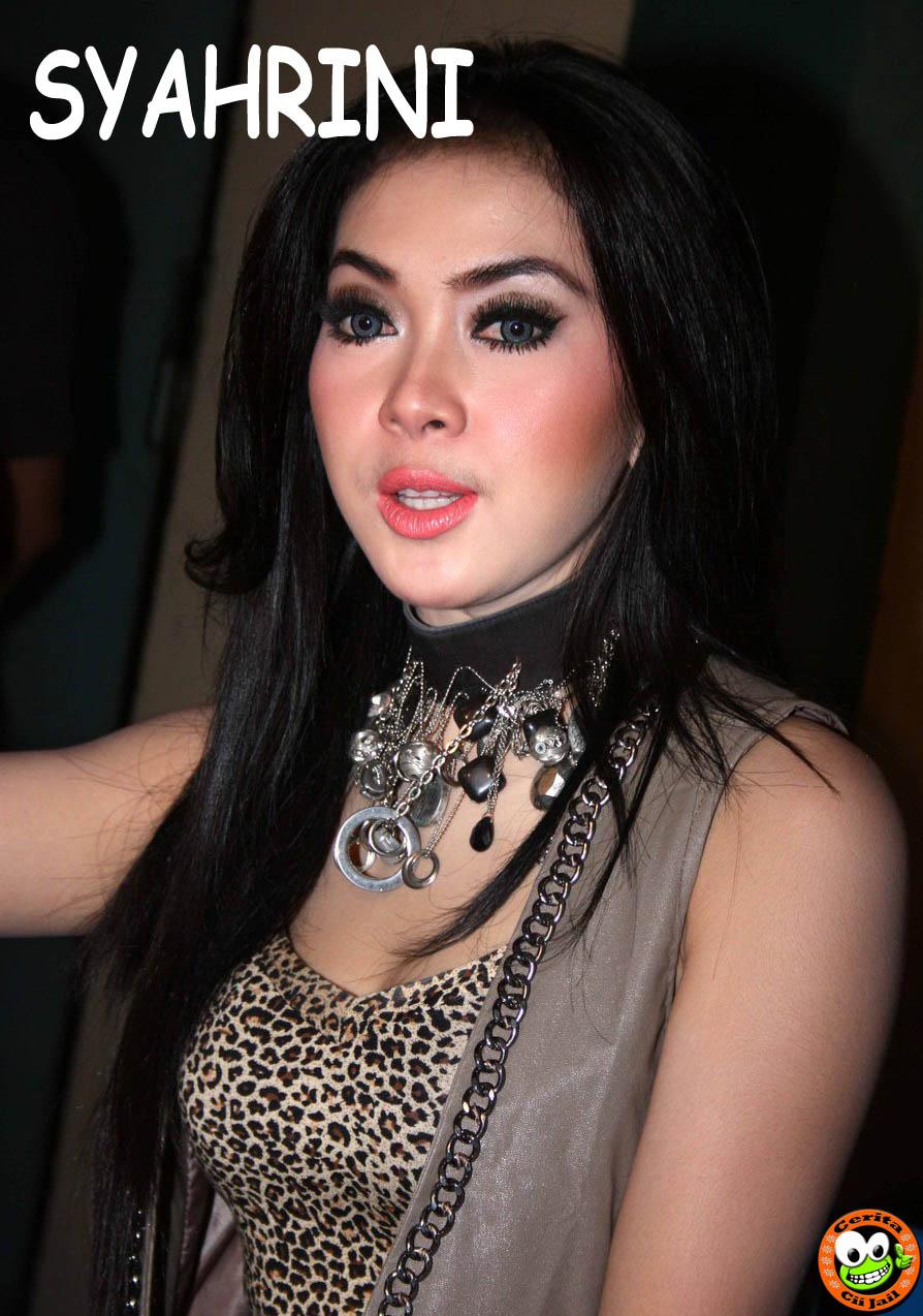 Foto Hot Syahrini MASTURBASI Tersebar di Internet