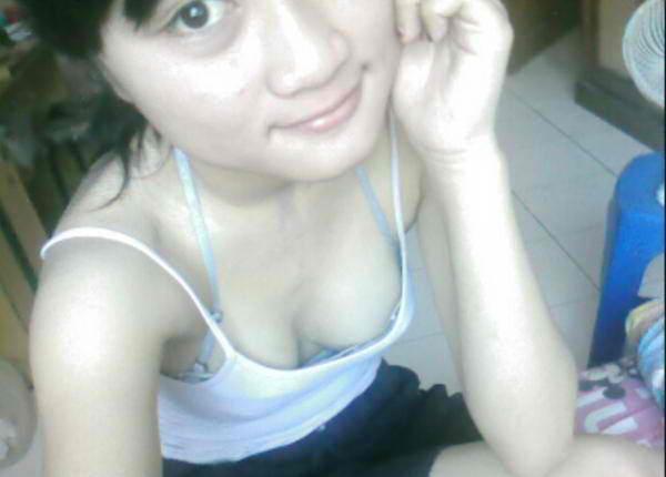Foto Hot Toketnya Mungil Imut - http://lintasjagat.blogspot.com/