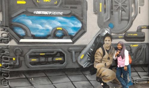 Nora & spaceship