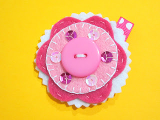 broche de fieltro rosa