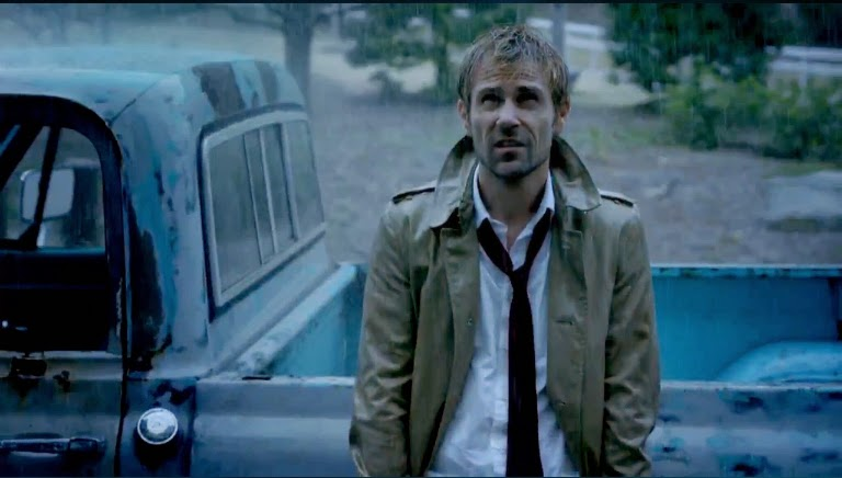 Constantine John in the rain trenchcoat blond hair pilot reviews premiere episode