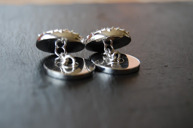 Each burger cufflink is chain-linked.