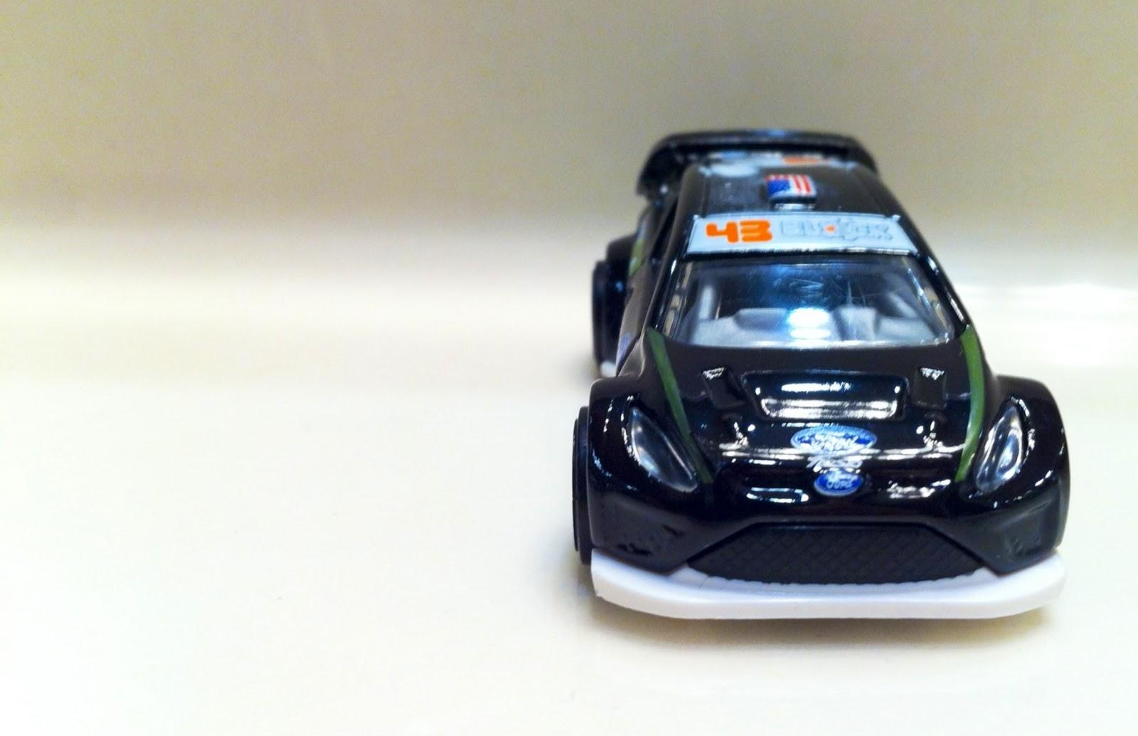 http://3.bp.blogspot.com/-o3bjj4YYBcE/TtMO3C9e5YI/AAAAAAAACOw/rBT4v3Bfg38/s1600/Ken+Block%2527s+Ford+Fiesta+2.JPG