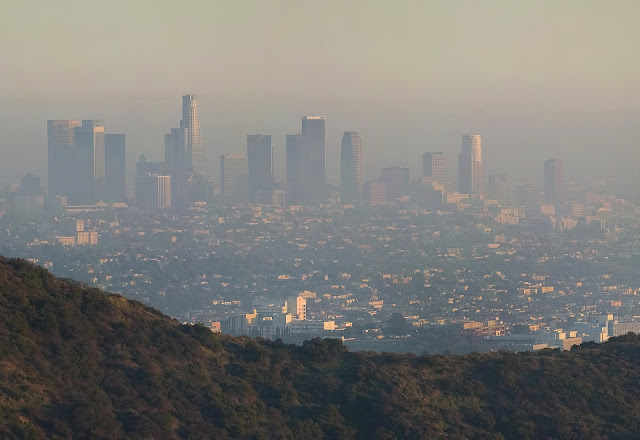 A vista of Los Angeles covered by smog.