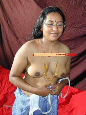 Hot Indian Kerala Mallu Aunty Show Her Boobs