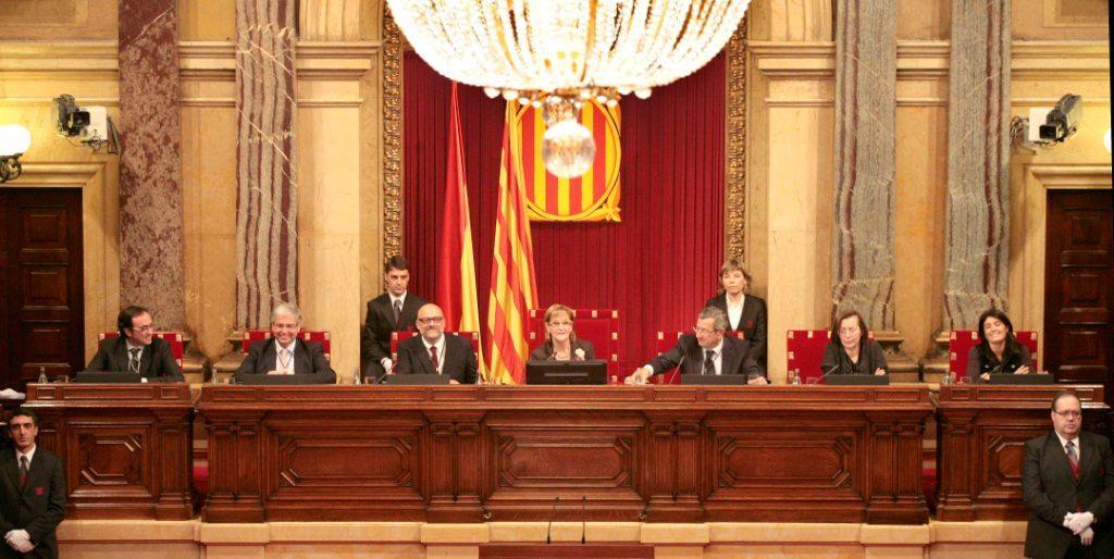 Promenade politique per qu la mesa del parlament s for Mesa parlament