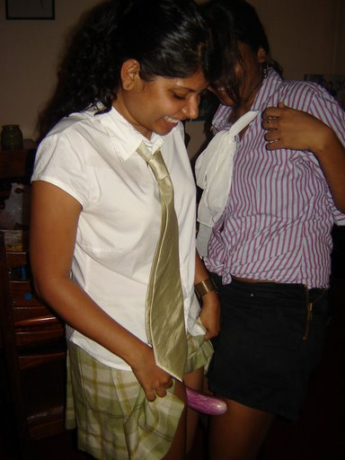 sri lankan naked girls http://bikinilk.blogspot.com/2012/06/sri-lankan-girls-16-click-4-full.html