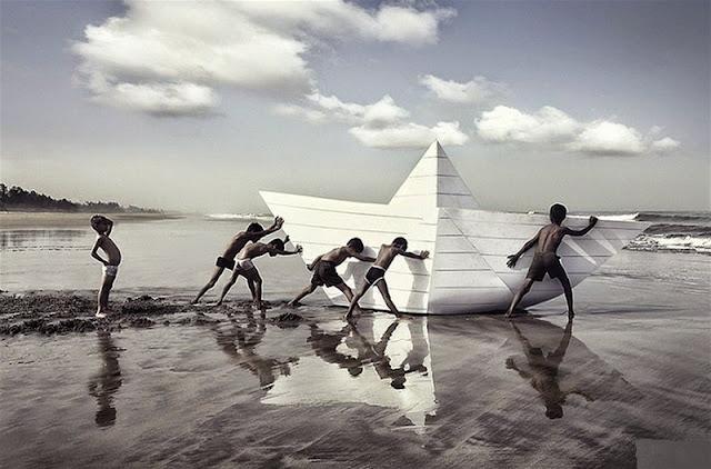 Κανείς δεν είναι πιο έτοιμος να πιστέψει κάτι ψεύτικο, από εκείνον που εύχεται να είναι το ψέμα αληθινό»
