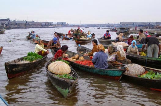 Sungai Paling Unik Di Indonesia