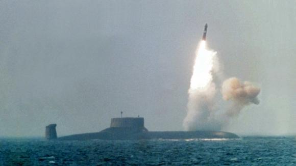 Ρωσικό υποβρύχιο άρχισε υποθαλάσσιες εκτοξεύσεις σε χερσαίους στόχους