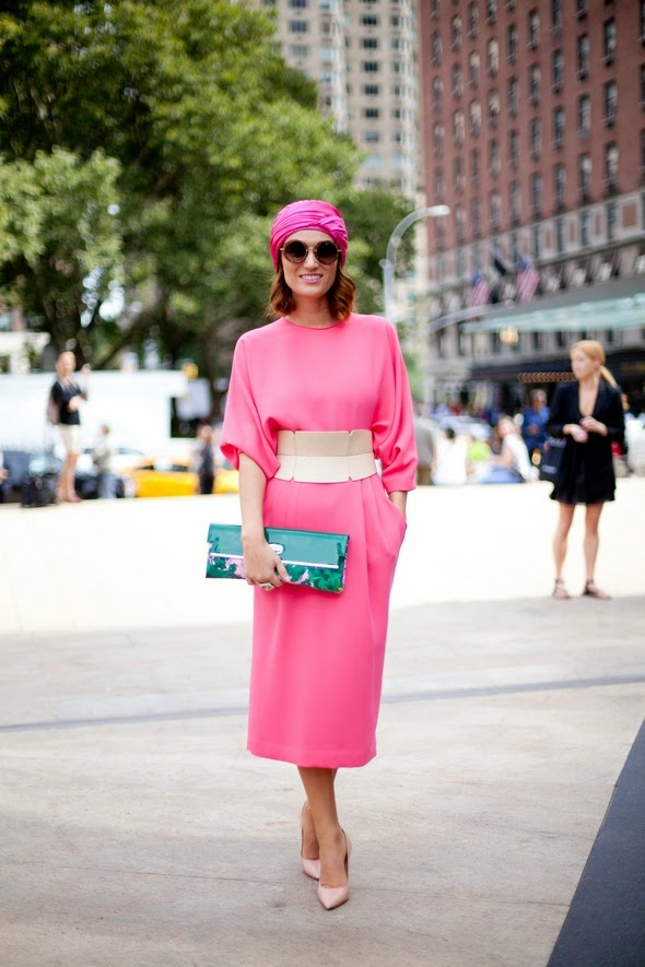 all pink, pink dress, pink pumps, womens street style, summer style, summer style in New York, new york street style, clutches, big rings, round sunglasses, fashion, street style 2014