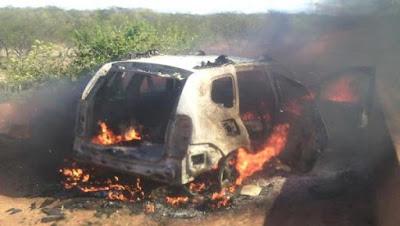 Novas Imagens - Carro utilizado no assalto do BB é encontrado queimado em Independência