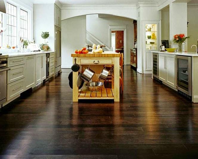 Mobili scuri colore pavimento design casa creativa e - Arredare casa con parquet ...
