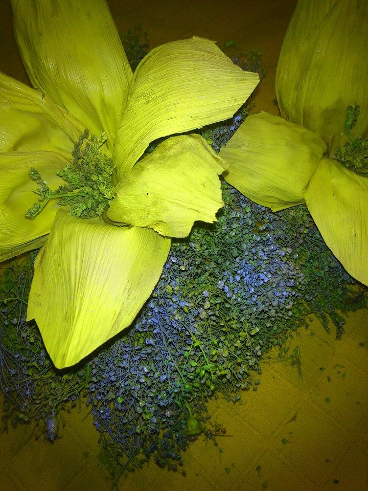 Madiflor flores decorativas de hojas de maiz for Plantas decorativas hojas