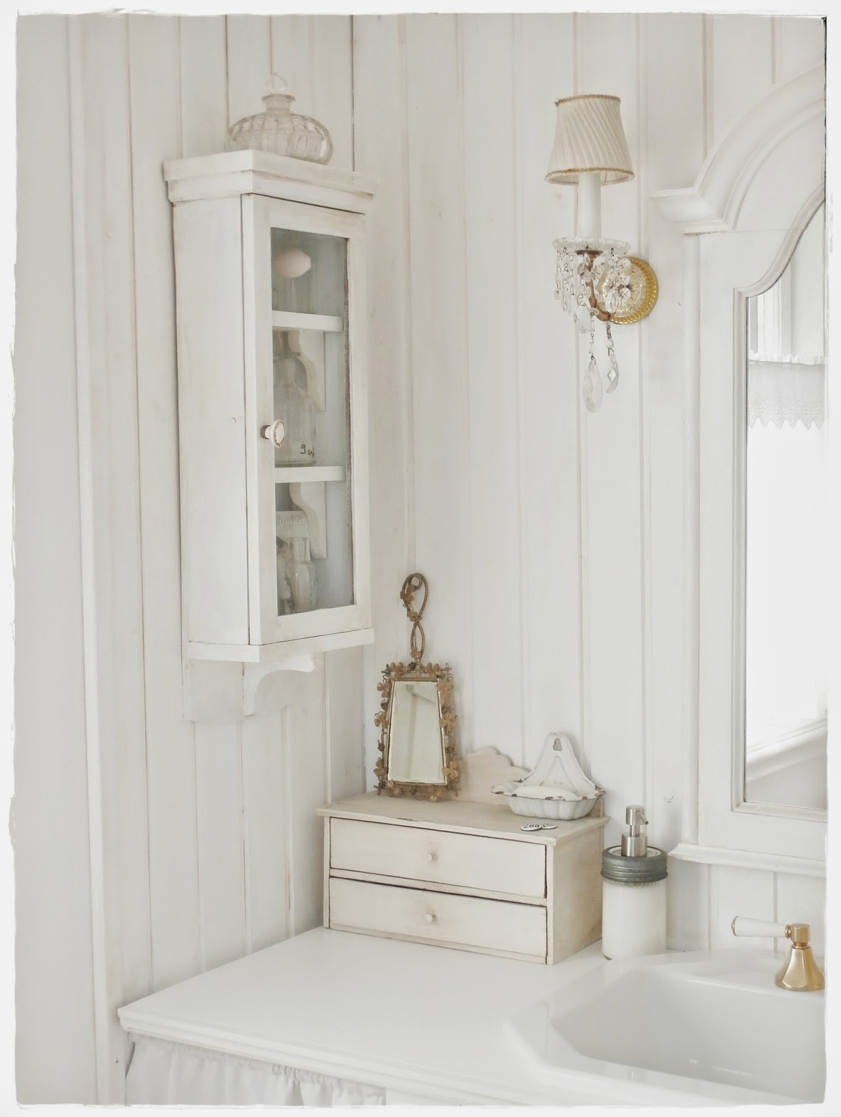 Shabby and charme una favolosa stanza da bagno in stile for Decorare stanza shabby chic