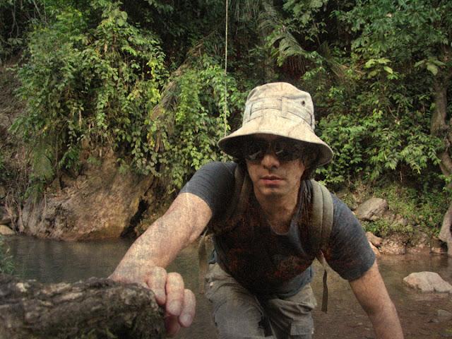 en la selva mochilero
