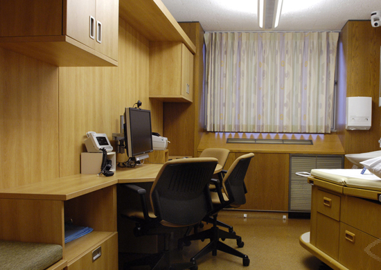 Home and garden design how to share office space and room for Shared office space design