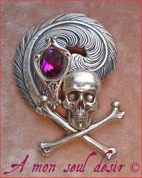 Broche Pirate Albator Crâne Plume Violet Améthyste Jack Sparrow skull feather brooch