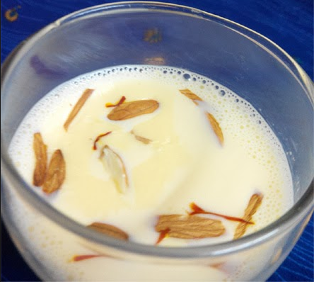 Importance of Almond kernel milk in Hindi