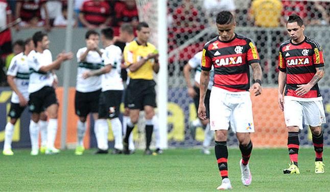 Fla não se encontra e perde para o Coxa em Brasília (Foto: Bruno Spada/Tripé Fotografia)