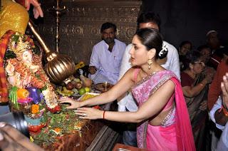 Kareena Kapoor & Madhur  at Ganesha Pandal to promote 'Heroine'
