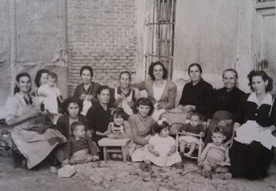 abuelohara_leganes_bnVI_vecinas_cosiendo_calle_Estebon