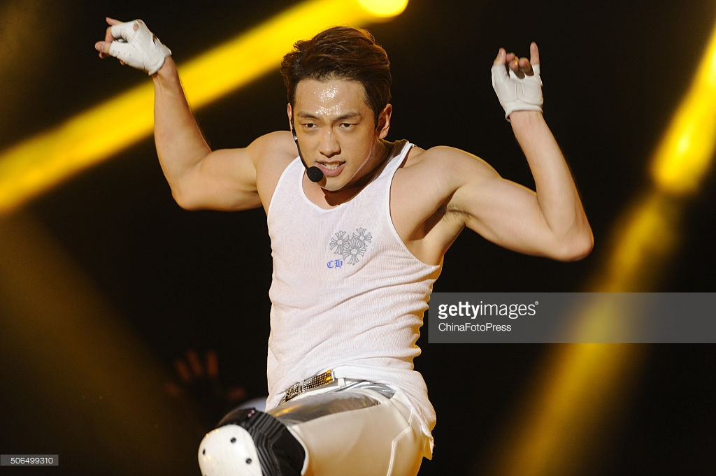 http://3.bp.blogspot.com/-o6LTfRLPL38/VqXRKc9uyMI/AAAAAAABQu0/XaboVhDabA8/s1600/south-korean-singer-rain-performs-onstage-during-his-concert-the-picture-id506499310.jpg