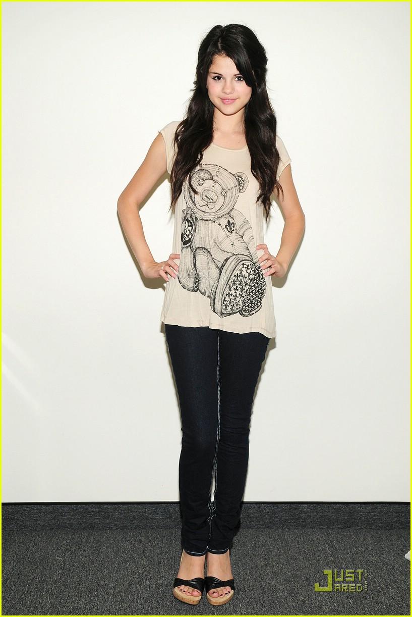 Style Up New Fashion Style Of Selena Gomez 2013 2014