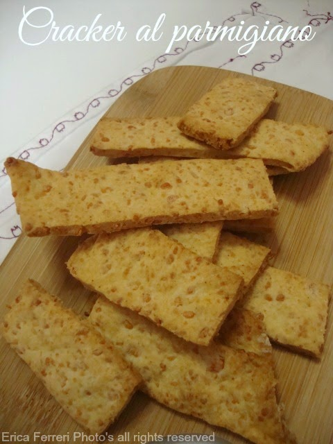 Ricetta dei cracker al parmigiano