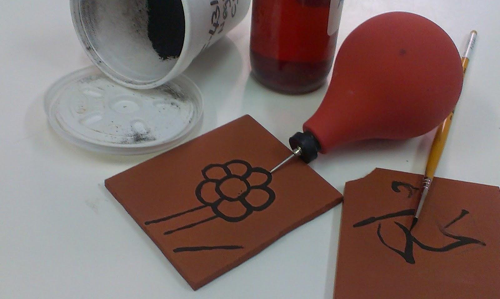 El taller de martinez y trini t cnica de decoraci n for Tecnicas para esmaltar ceramica