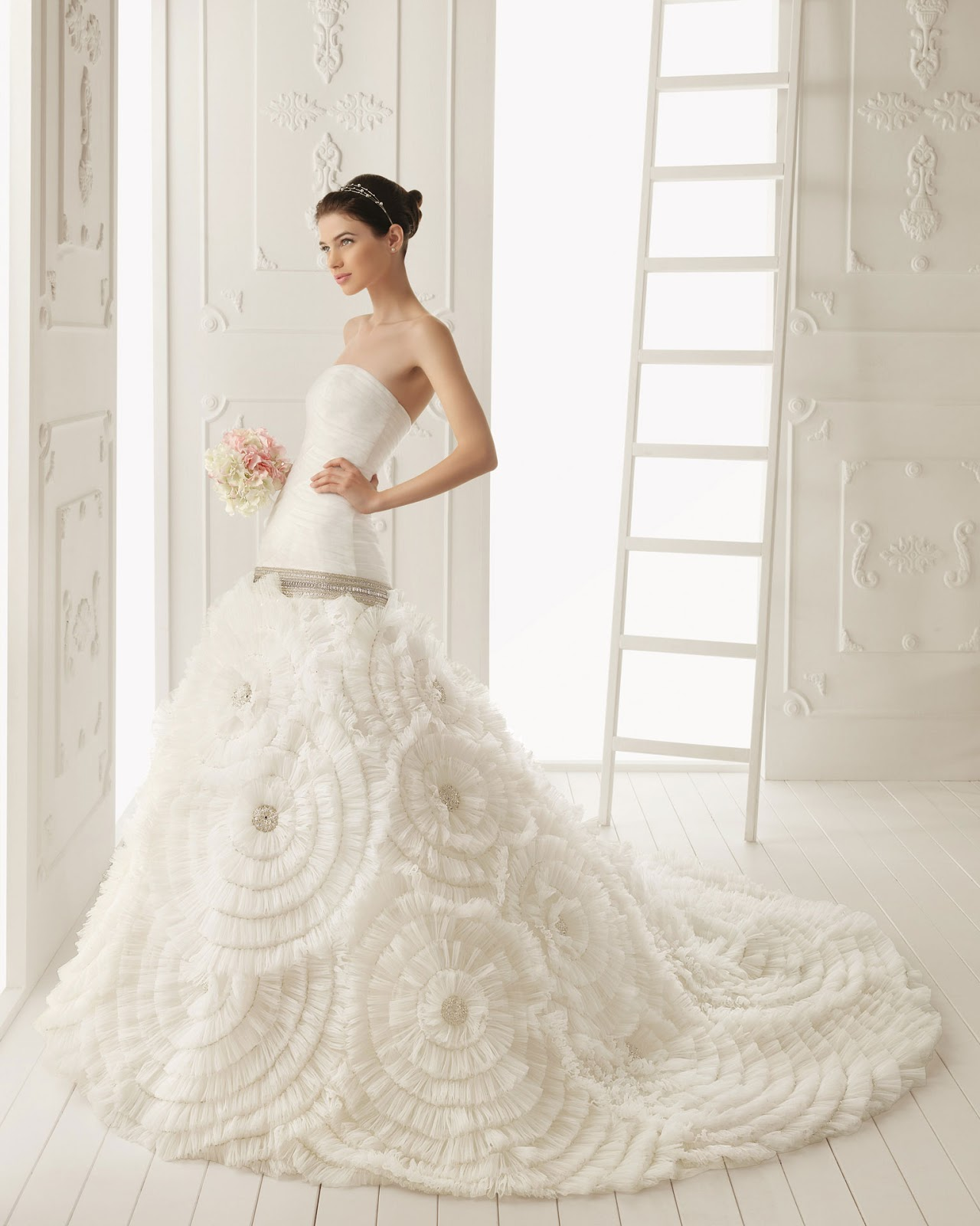 Wedding Gowns With Designs : Fashionloly wedding dress trends shown elegant