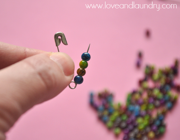 safety+pin+and+bead+bracelet+step+1.jpg
