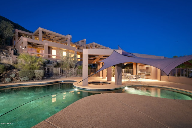 Modern desert house with swimming pool