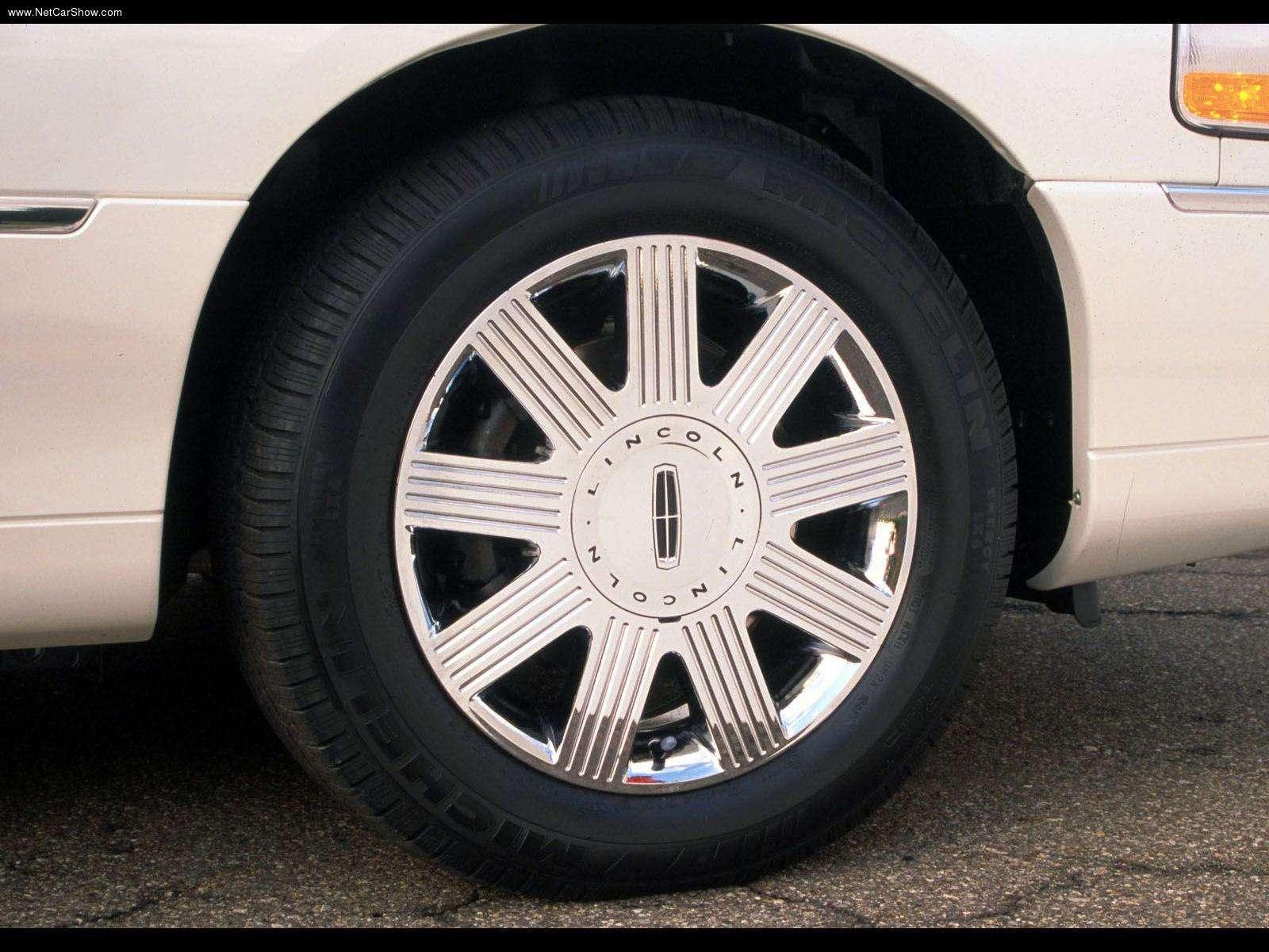 Hình ảnh xe ô tô Lincoln Town Car 2003 & nội ngoại thất