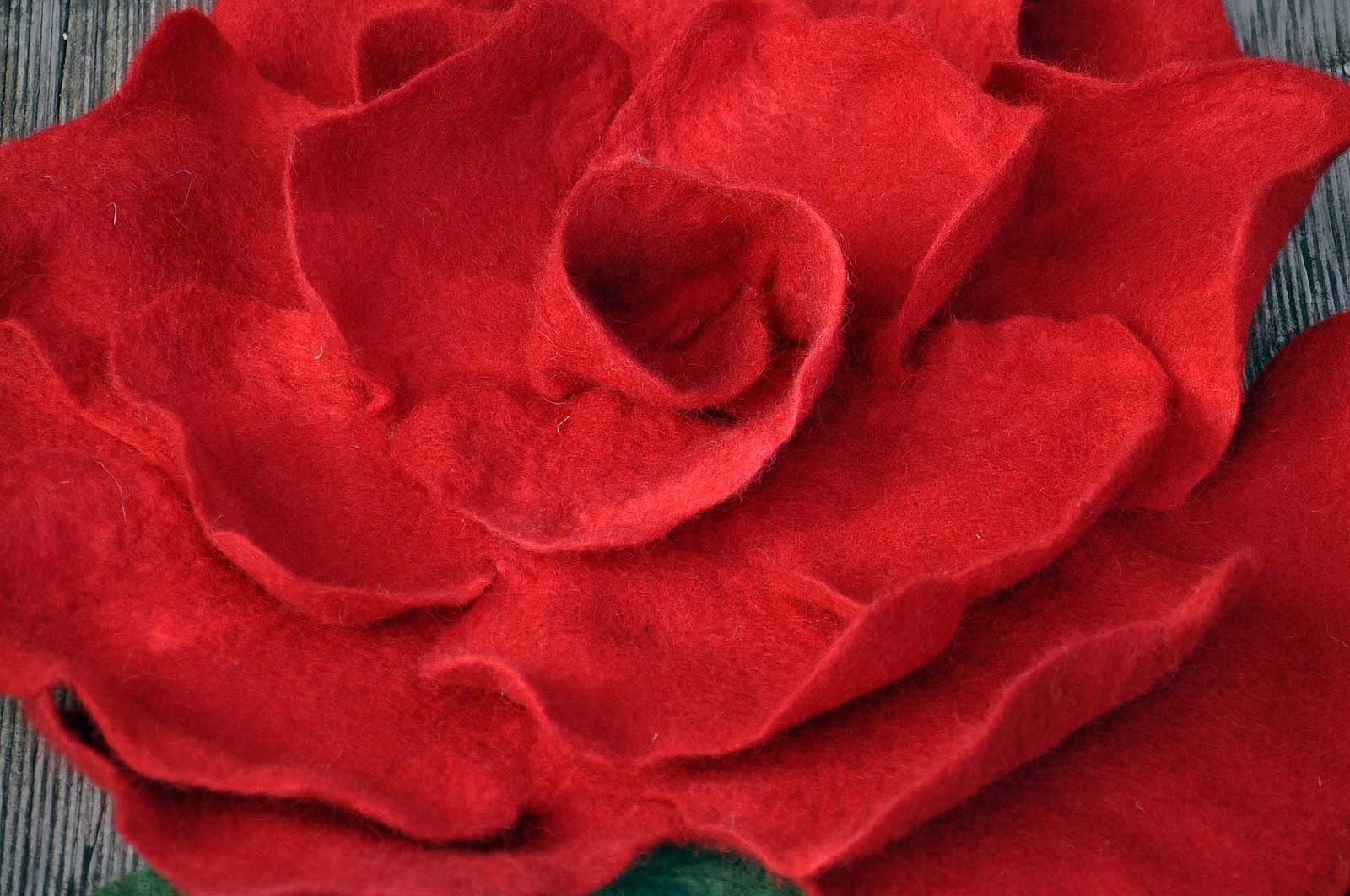 dornr schen filzunikate susanne karg rose mit blatt. Black Bedroom Furniture Sets. Home Design Ideas