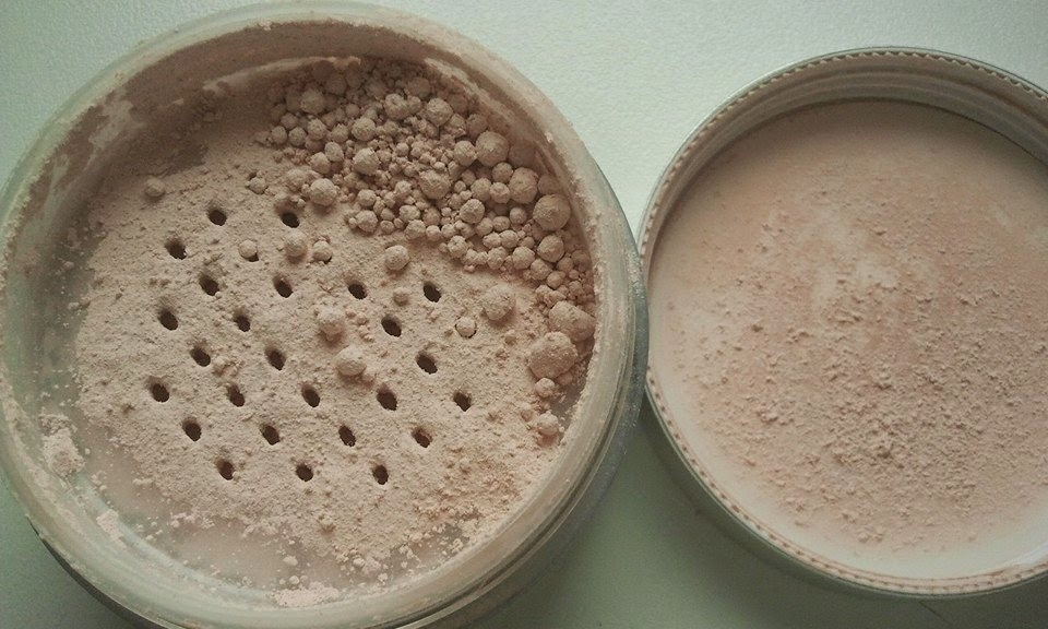 Aubrey-Organics-silken-earth-powder-with-open-lid-on-my-kitchen-table