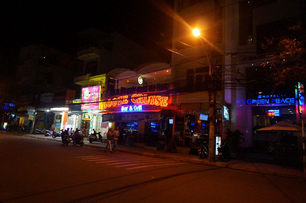 Booze-Cruise-Nha-Trang