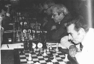 Los ajedrecistas Garriga y A. Creus del Club Ajedrez Manresa en 1973