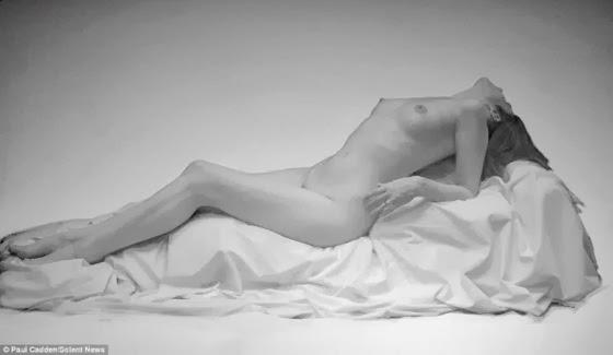 Cuerpos en el tiempo - Página 2 Mujer-dibujada-a-lapiz-cuerpo-completo