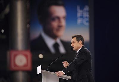 França: Sarkozy ultrapassa Hollande em pesquisa, mas socialista lidera segundo turno