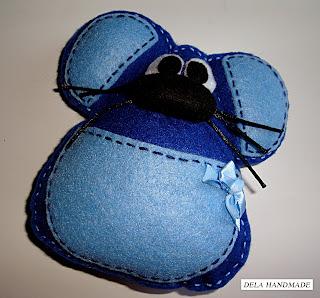 """<img src=""""Ratoncito-perez-fieltro-azul"""" alt=""""Ratoncito Pérez de fieltro en color azul"""">"""