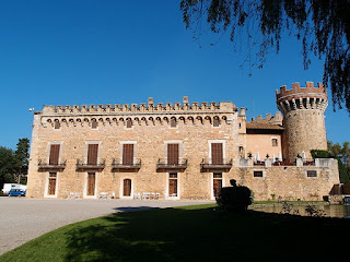 «Castell de Peralada 20» de Gordito1869 - Trabajo propio. Disponible bajo la licencia CC BY 3.0 vía Wikimedia Commons - http://commons.wikimedia.org/wiki/File:Castell_de_Peralada_20.JPG#/media/File:Castell_de_Peralada_20.JPG