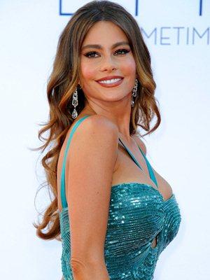Sofía Vergara Sufre Un Peligroso Accidente En Los Emmy 2012