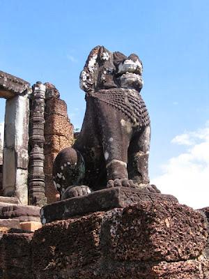lion-escalier-temple-pre-rup-cambodge