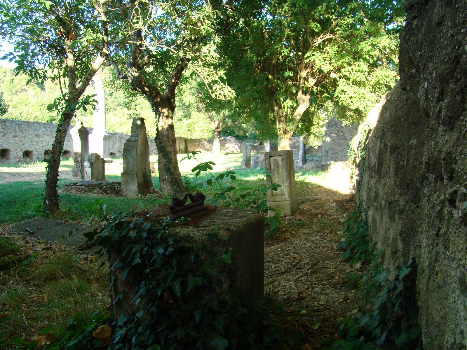 http://3.bp.blogspot.com/-o9GBzAht8kQ/T4DMprXcw5I/AAAAAAAAASc/qKTpKnr6Wp4/s1600/Cucuron+cemetery+1.JPG